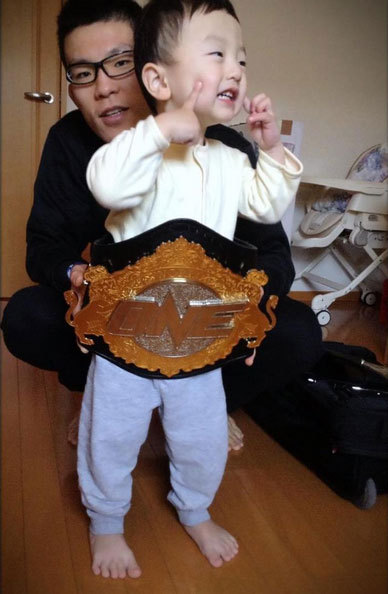middleeasy:  Aoki's kid rocking the bling.