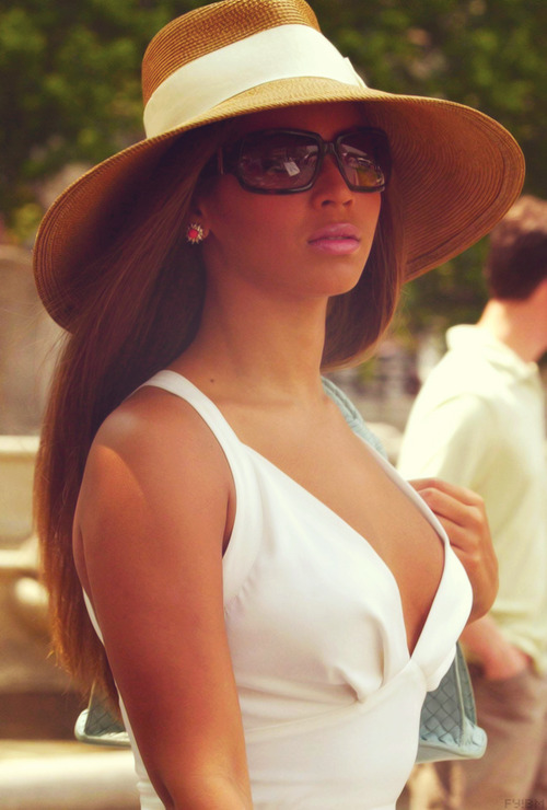 esmasweetheart:  QUEEN B