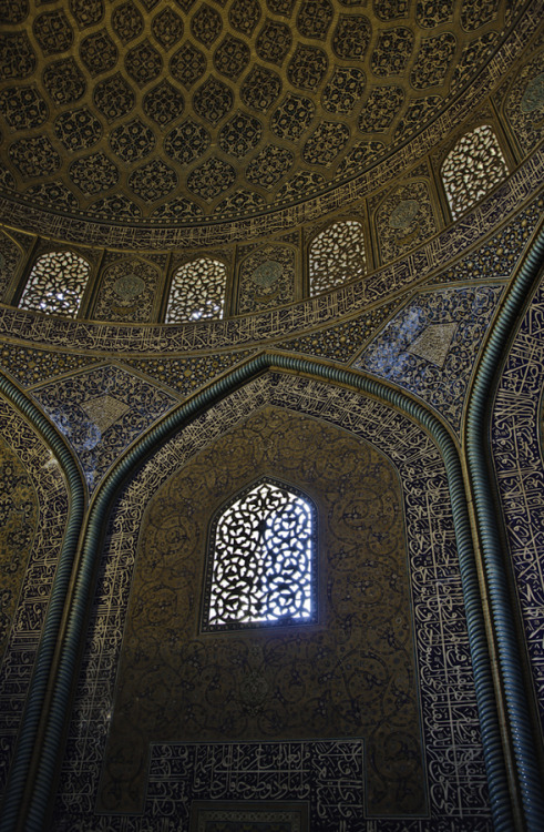uncommonjones:  Tiled Dome by Ammar Azadani Tiled Dome of Sheik Lotfollah Mosque, Isfahan, Iran