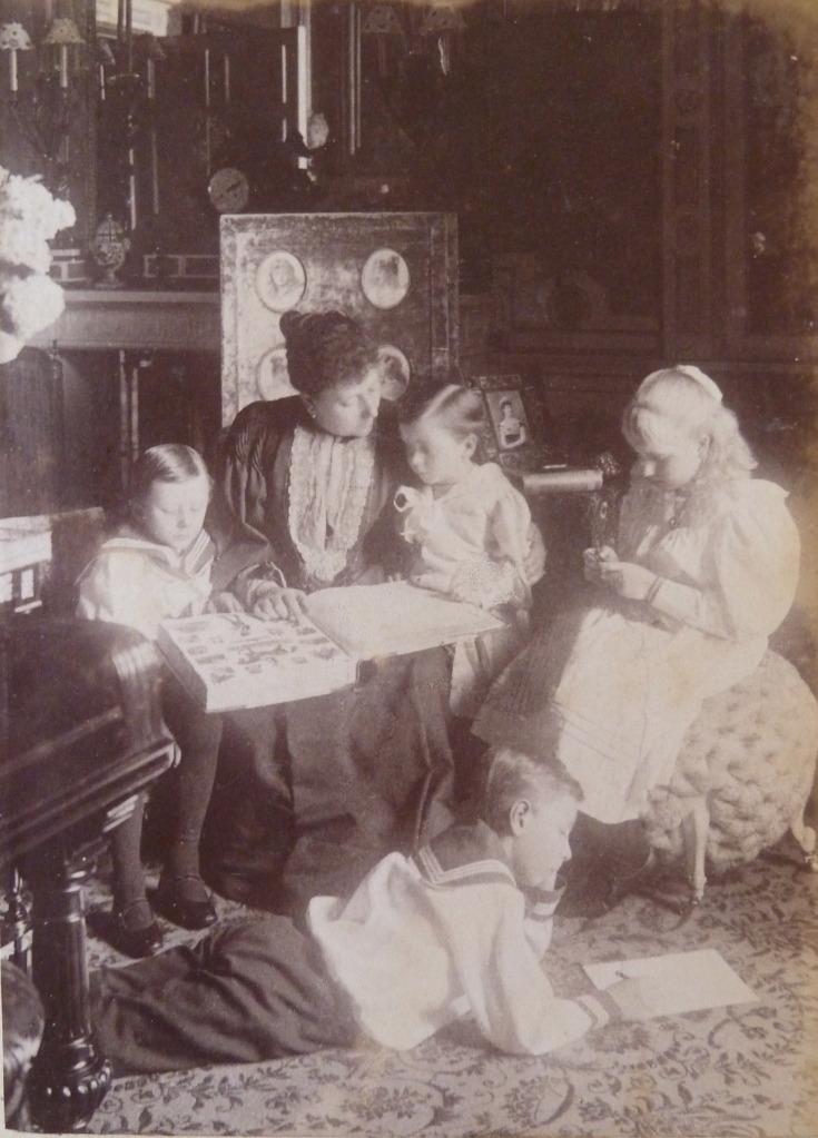 carolathhabsburg:  Pss Beatrice of Battenberg with kids :Leopold, Maurice, Victoria Eugenia and Alexander  on the floor.