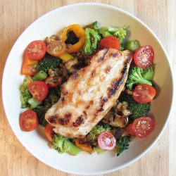 strawberriesandlean:  eat-pure:  lunch: grilled chicken with pearl barley, steamed broccoli, piccolo tomatoes, grilled peppers and a quarter of a grilled aubergine (eggplant) mm dat breast  That looks sooooo yummy!