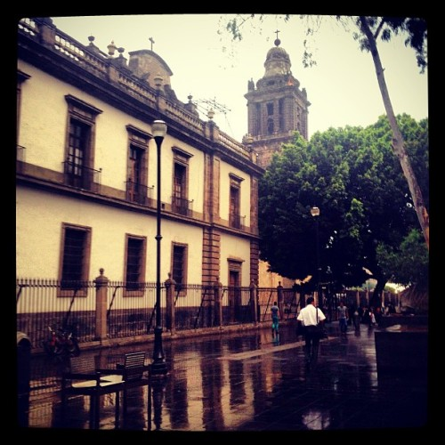 🚶🌂 #rain #colonial #mextagram #romantic