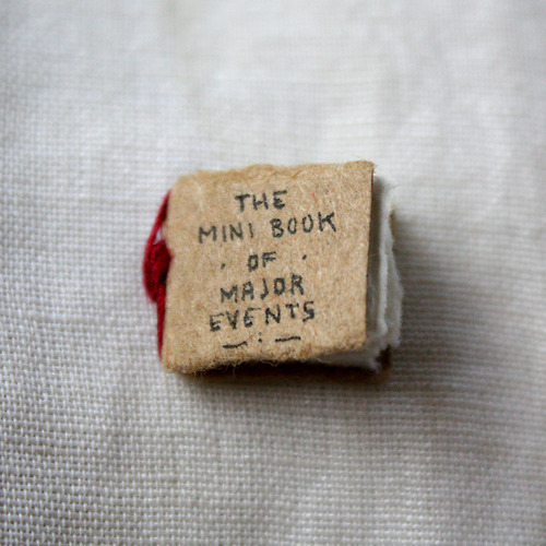 explore-blog:  The Mini Book of Major Events – a barebones take on world history from illustrator Evan Lorenzen, the minimalist version of Bill Bryson's A Short History of Nearly Everything. (via Laughing Squid and the rest of the internet)  The universe at your fingertip!!