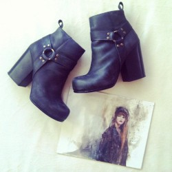 Favorites: New desert booties @jeffreycampbell and self portrait painting by @brianjohnsonart #desertboots #jeffreycampbell #buffaloexchange #painting #art #selfportrait #love #fashion #instafashion
