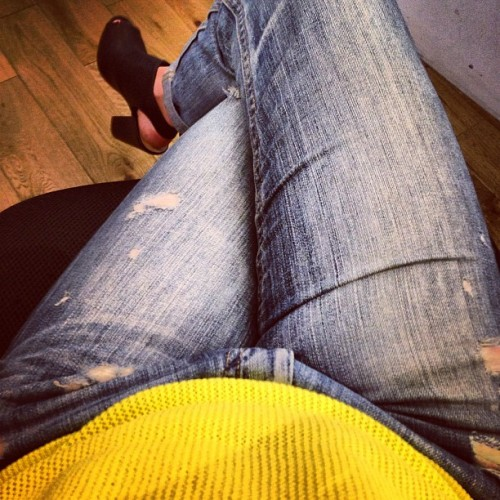 #ootd #boyfriendjeans #notreallymyboyfriends #yellow