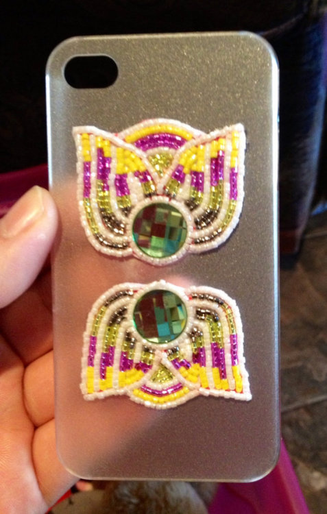 fyeahindigenousfashion:  beaded iPhone case, Nicia's Accessories (Mohawk)
