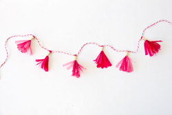 scissorsandthread:  Mini Tassel Garland | Studio DIY I will always reblog tassel/garland/bunting because I think they're fun and such a cheap way to dress up a wall. This mini version is so sweet and would be perfect for smaller spaces that need a little bit of colour.  Cute and colourful :)