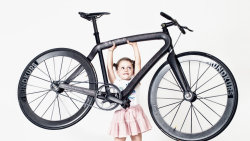 theinanescribblings:  This Full-Sized Urban Bike Weighs A Mere 11 Pounds $20,000 for a bike, or a car. Or a years rent in Manhattan.