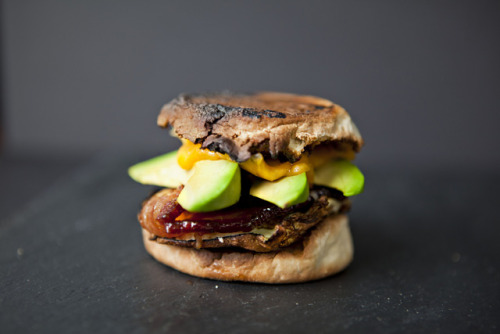foodiebooty:  Bacon, Egg, Cheese and Avocado with recipe (link)