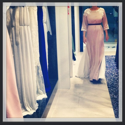 A Riyadh client trying on her Ramadan thobe. From #لاتي #Riyadh - hurry ladies order ur thobes now & send us ur pictures 💙💙 Lati ships worldwide! To order email: lati@lati-fashion.com or 📞+966 1 211 1078 #Hand #sequin #classic #ramadan #thobe #fashion #lum #rose #Pink @lati_fashion