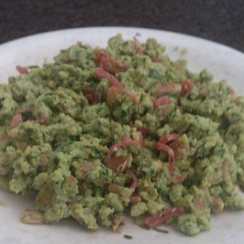 Green eggs and salami #avocado #bacon #spinach #salami #redonion #cleancheating