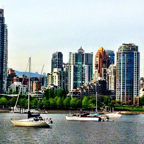 Even a slightly cloudy day in #Vancouver is a better day than most any where else. :) #LoveThisCity (at Charleson Park)