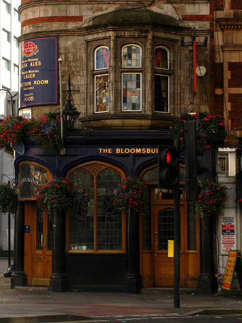 nnyeanlbly:  Pub The Bloomsbury  New Oxford street, London