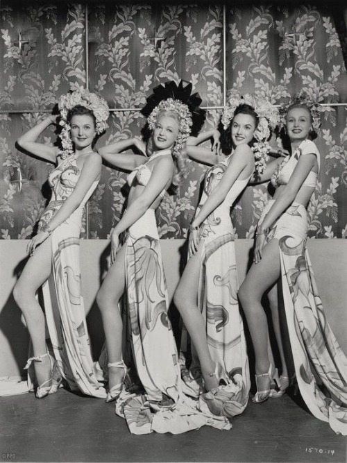 theladyingenue:  Lovely ladies ❤ 1940's