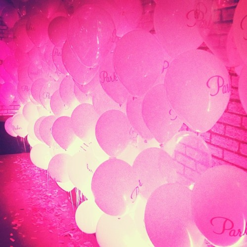 Love this wall of pink balloons at the @parkernewyork party.
