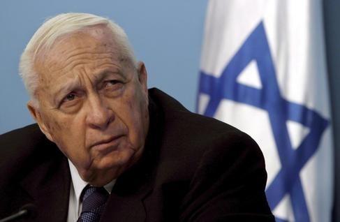 """Triste noticia la de hoy. Ha fallecido Ariel Sharon. Entre sus grandes frases me quedo con """"Mi madre siempre me decía que no me fiara nunca de los árabes"""". Descansa en paz."""