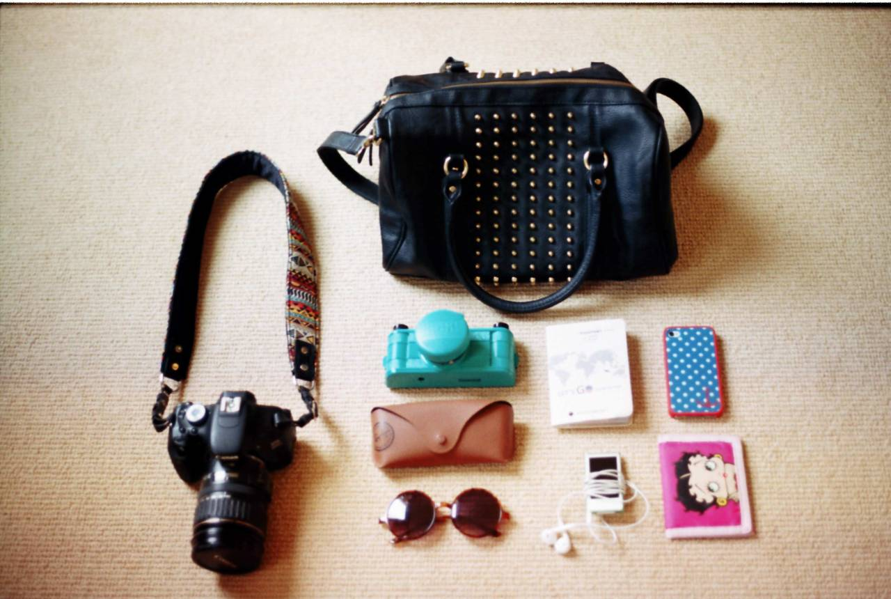 Singapore trip: What's In My Bag Canon 600D Sprocket Rocket Sunnies + case Passport iPod Nano iPhone Wallet
