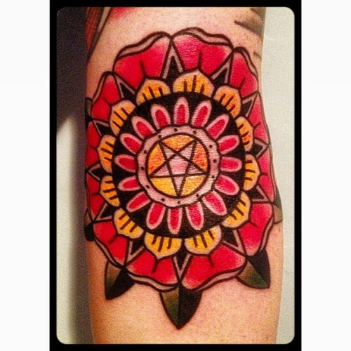 #traditionaltattoo #tattoo #mandala #montrealtattoo  #best_traditional_tattoos #justgoodtattoos #tatouageroyal