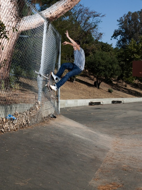 toimachine:  DONOVON PISCOPO / FRONTSIDE SMITH / LOS ANGELES, CALIFORNIA