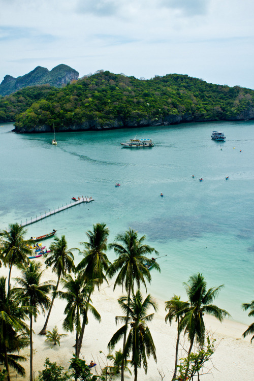 touchdisky:  Ang Thong, Thailand by meandfrenchie