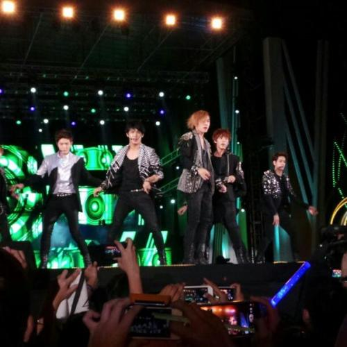 BTOB on stage at #GDA 2013 (2)