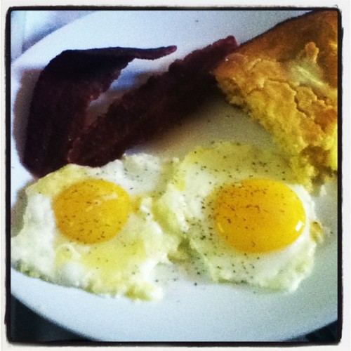 Eggs, bacon, cornbread… Nothin wrong with that!!  #bacon #eggs #wakeup