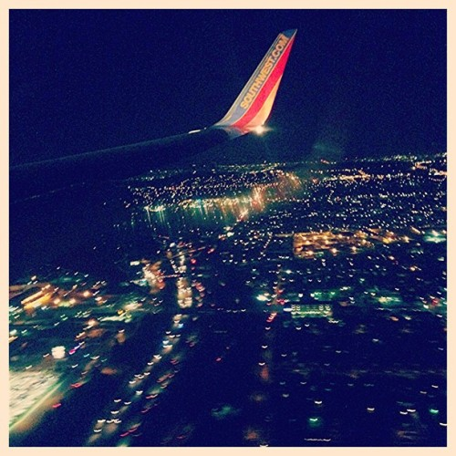 Hellooo City of Angels! So I guess I just saw an aerial view of the SoCal fires. Pretty intense stuff! #LAX #LosAngeles #SafeTravels #SoCalFires #ImHungry (at Los Angeles International Airport (LAX))