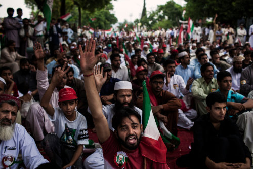 Pakistani Leader Moves Quickly to Form Government By DECLAN WALSH, nytimes.com LON­DON — For­mer Prime Min­is­ter Nawaz Sharif moved con­fi­dent­ly to form a new gov­ern­ment in Pak­istan on Mon­day, announc­ing the next finance min­is­ter even as votes from Sat­ur­day's elec­tion were still being tal­lied and protests…  I don't think Pakistan is still close to democratic elections