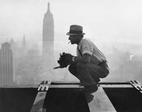 "iconoclassst:  Charles Ebbets shooting his famous ""Lunch atop a Skyscraper"" shot on the 69th floor of the GE Building, 1932"