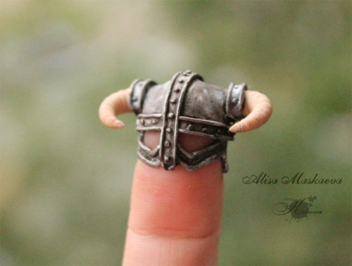 Geekcraft of the day: Skyrim for your finger I will FUS RO DAH all your fingers with my mighty helm! Made by Krinna