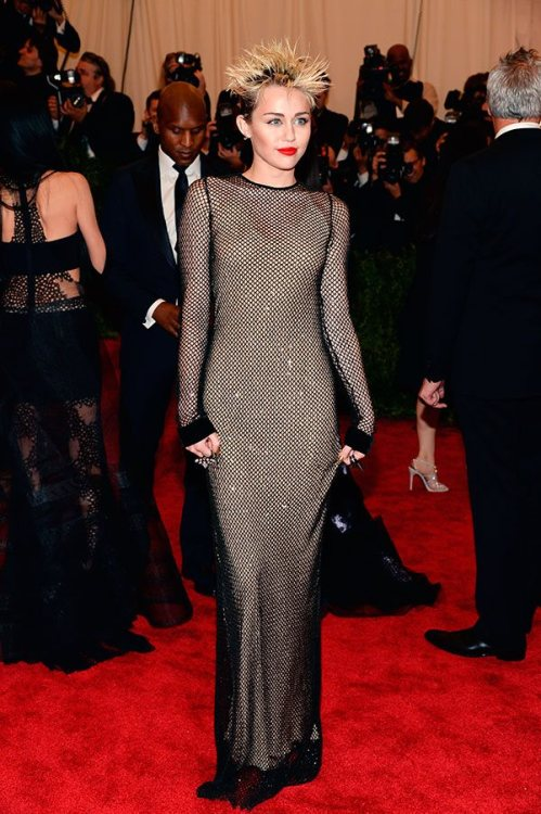 journaldelamode:  Miley Cyrus in Marc Jacobs at MET Ball 2013.  wat