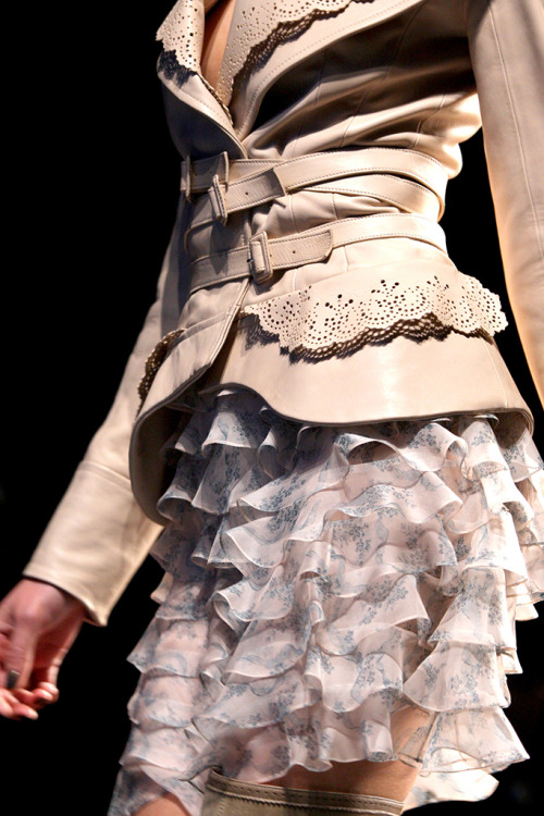 girlannachronism:  Christian Dior fall 2010 rtw details