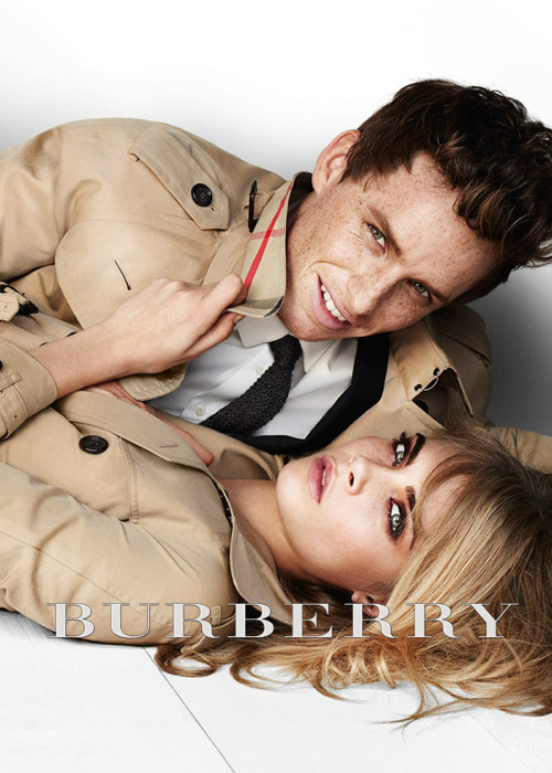 fakesororitygirl:  clear-vogue:  eddie and cara<3  SO HOT