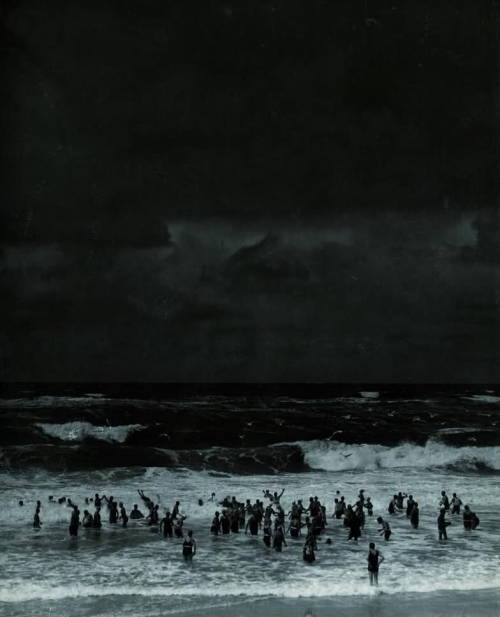 blue-voids:  Martin Munácsi - Beach Before the Storm, 1930