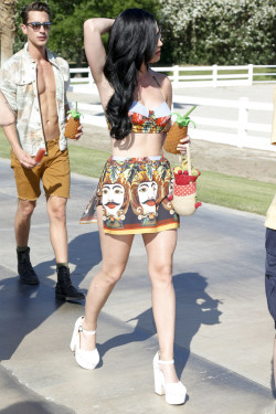 fagsindubai:  bl0nde-venus:  Katy Perry @ Coachella 2013  move over katy perry my future boyfriend is behind you