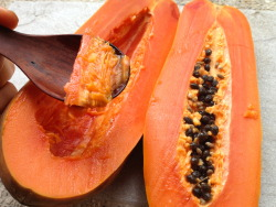 fruitlove811:  A few pawpaw for breakfast. This one's for you voyage-and-abode! Cheers babe! Sending you lots of love and big fruity hugs :)