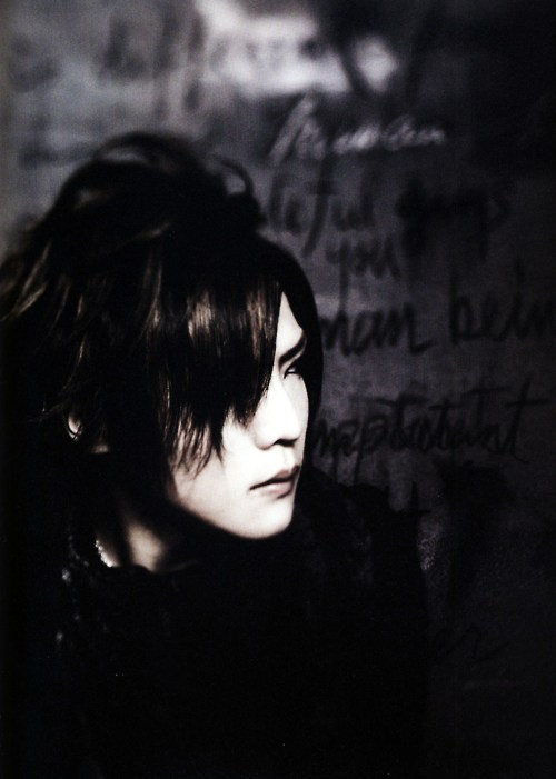 #戒#kai#kai gazette#the gazette #the gazette kai #wall#sepia #the invisible wall #hair#lips#hot#gorgeous
