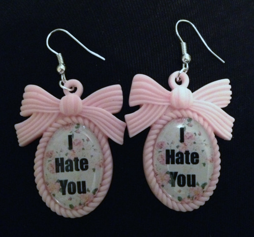 calamityjaynedesigns:   Custom made Earrings!