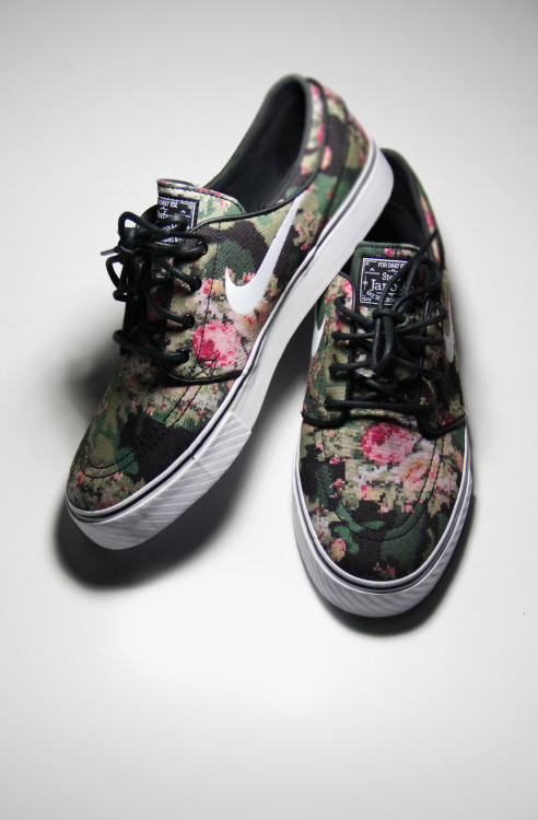 shoe-pornn:  Nike Janoski-Digi Floral. come and bid for mine, here.