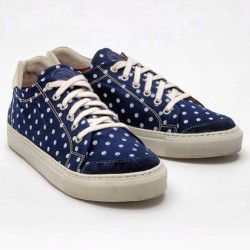 Spotted #polka #chucks #navy