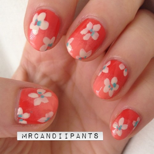 mrcandiipants:  Gradients and flowers and what's that I have three days of college classes left ever? Nahhhh that can't be right…