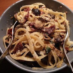 Lategram: dinner was sun-dried tomatoes, olives, and lemon linguine by chez @p3tercarney #pasta #olives #lemon #tomatoes #food