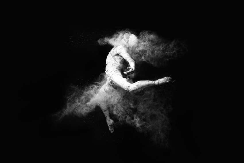 layinthefire:  dance in the shutter by `mehmeturgut