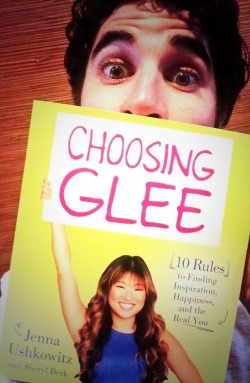 lsklainegleek:  Darren Criss ‏@DarrenCriss3m Yayyy! Just got home to my copy of #ChoosingGlee written by my pal @JennaUshkowitz! Now I'll know all her secrets… pic.twitter.com/94WvuI9sx7
