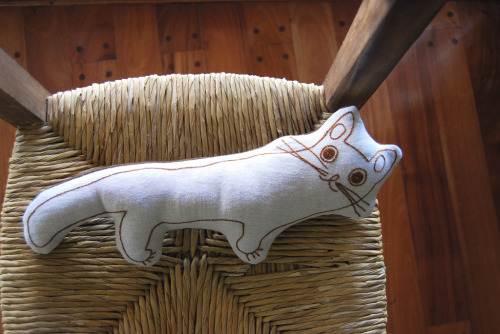 Gato Pillow (by Lizette Greco)