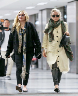 the-olsens:  30 April 2013: Mary-Kate and Ashley at LAX airport