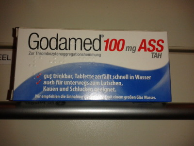 """yakuza-trash:  will-think-about-a-name-later:  I'm trying so hard not to read that as """"God damnit 100 ASS"""" whenever I sell this but I'm failing every single time…  gut trinkbar"""