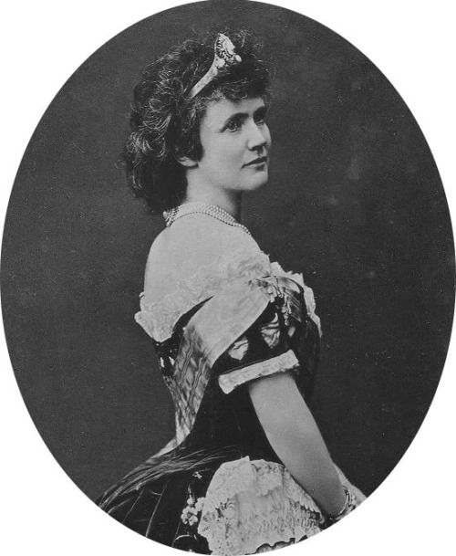 Carmen Sylva, Queen of Romania, secret republican and writer.
