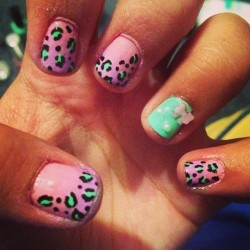 #faded #pink #purple #green #mint #bow #pearl #pearls #cheetah #animalprint #nails #nailart #nailswag #nailpolish