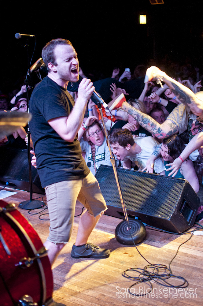 no-husbands-and-wives:  wonderpunch:  The Wonder Years at the Bottom Lounge Mike and I look real cute.  This was perfect